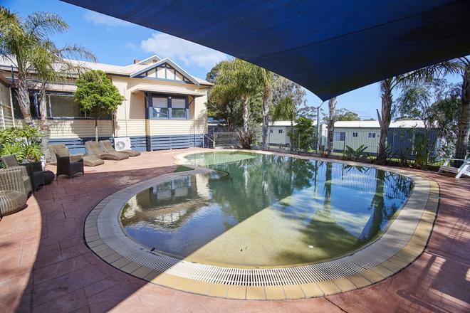 阿馬魯假日公園酒店 - 科威斯 - 菲利普島 - 游泳池