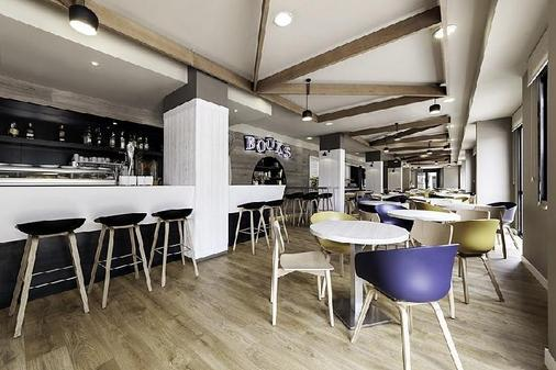Compostela Suites Apartments - Madrid - Bar