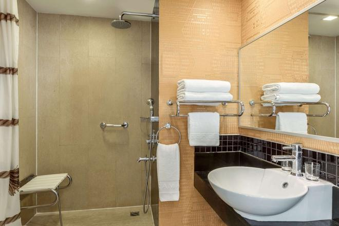 Ramada by Wyndham Ankara - Ankara - Bathroom