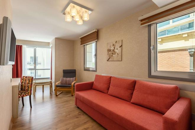 Ramada by Wyndham Ankara - Ankara - Living room