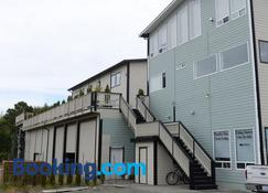Pacific Rim Guest Lodge - Adult Only, Pet-Free - Ucluelet - Building