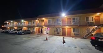 Economy Inn - San Bernardino - Building