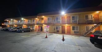 Economy Inn - San Bernardino
