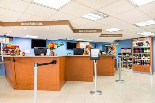 Rodeway Inn & Suites Fort Lauderdale Airport & Cruise Port - Fort Lauderdale - Front desk