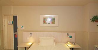 錦江之星大連火車站俄羅斯風情街酒店 - 大連 - 臥室