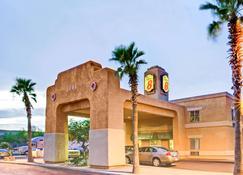 Super 8 by Wyndham Casa Grande - Casa Grande - Building