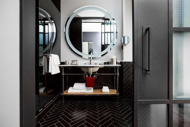 鮑比飯店 - 納什維爾 - 浴室