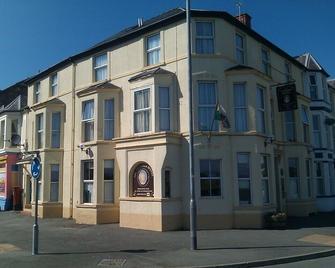 Victoria Hotel - Pwllheli - Building