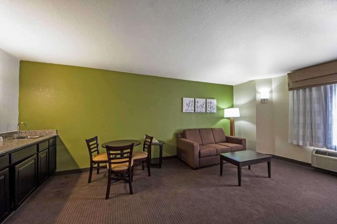 森特拉爾/44 號州際公路斯利普套房酒店 - 土爾沙 - 圖爾薩 - 客廳