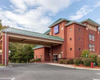 Sleep Inn & Suites near Joint Base Andrews-Washington Area - Upper Marlboro - Edificio