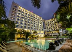 Express Inn The Business Luxury Hotel - Nasik - Edificio