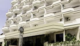 San Marino Cassino Hotel - Балнеарио-Камбориу - Здание