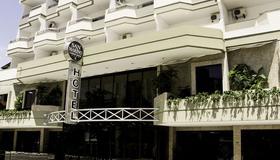San Marino Cassino Hotel - บอลเนียริโอ คัมบอรี - อาคาร