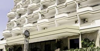 サンマリノ カッシーノ ホテル - バウネアーリオ・コンボリウー - 建物