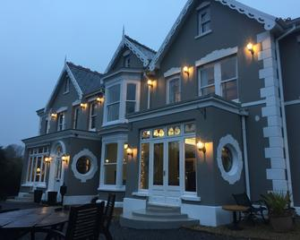 Llwyn Country House - Llanelli - Building