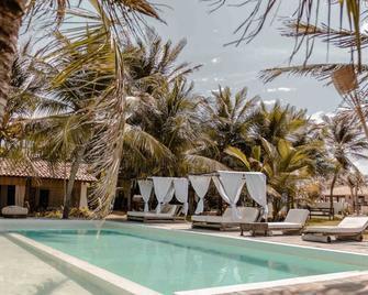 Hotel Boutique Zebra Beach - Uruau - Pool