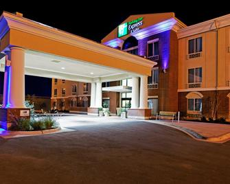 Holiday Inn Express & Suites Ozona - Ozona - Building