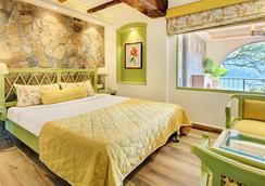 Treebo Trend Lakeside Inn - Nainital - Bedroom