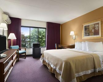 Days Inn by Wyndham New Stanton PA - New Stanton - Спальня