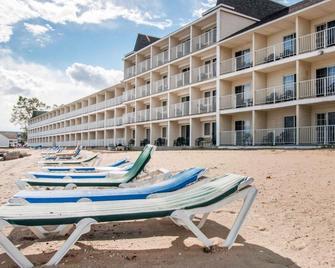 Comfort Inn Lakeside - Mackinaw City - Patio