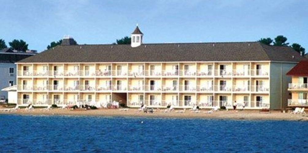 Comfort Inn Lakeside 76 1 1 8 Mackinaw City Hotel Deals Reviews Kayak