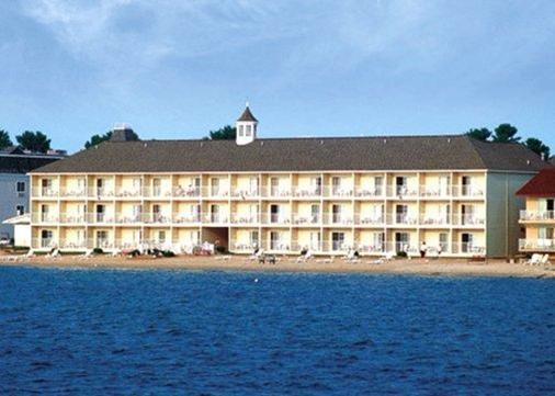 Comfort Inn Lakeside - Mackinaw City - Building