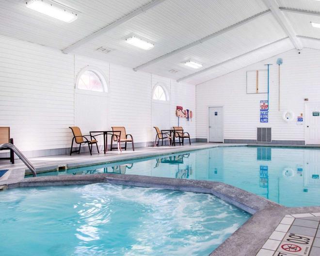 Comfort Inn Lakeside - Mackinaw City - Pool