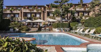 Relais Santa Chiara Hotel - סן ג'ימיניאנו - בריכה