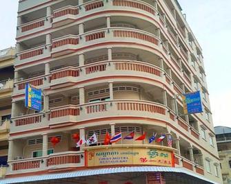First Hotel - Battambang - Gebäude