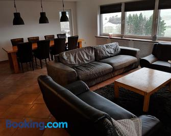 Modern Apartment in Gerolstein near the Forest - Gerolstein - Living room