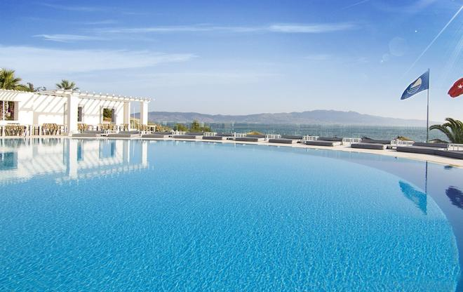Isis Charm Beach Hotel - Bodrum - Pool