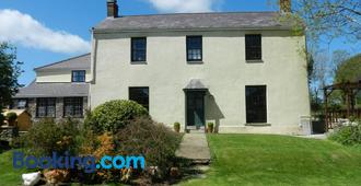 Cilwen Country House Bed and Breakfast - Carmarthen - Building