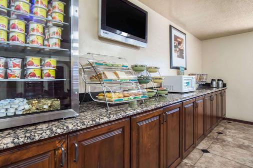 Quality Inn Saint George South Bluff - Saint George - Buffet