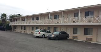 Airport Motor Inn Lounge/Package Store - Jacksonville