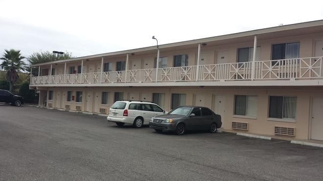 Airport Motor Inn Lounge/Package Store - Jacksonville - Building