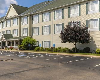 Coshocton Village Inn & Suites - Coshocton - Building