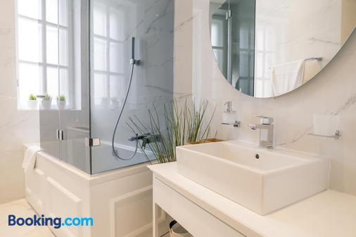 Public House Hotel - Belgrade - Bathroom