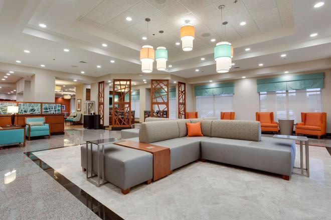 Drury Inn & Suites Charlotte Arrowood - Charlotte - Lobby