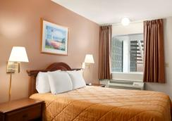 Travelodge by Wyndham Bakersfield - Bakersfield - Bedroom