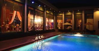 S.D. Avenue Hotel - בנגקוק - בריכה