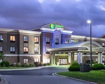 Holiday Inn Express Kansas City - At The Legends - Kansas City - Building