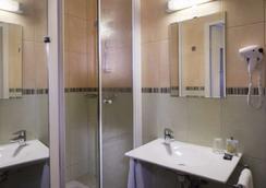 A l'Hotel des Roys - Versailles - Kylpyhuone