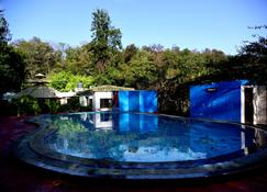 Sunita Corbett Retreat By Opensky - Dhikuli - Pool