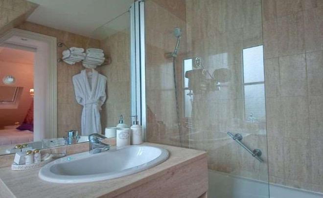 Cluny Square - Paris - Bathroom