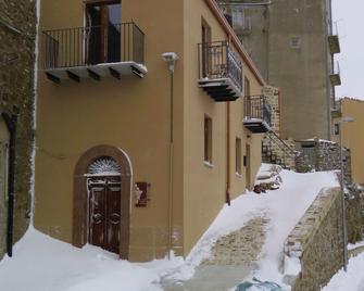 Porta Baciamano - Petralia Sottana - Gebäude