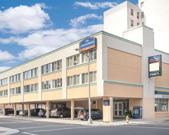 Howard Johnson by Wyndham Atlantic City - Atlantic City - Building