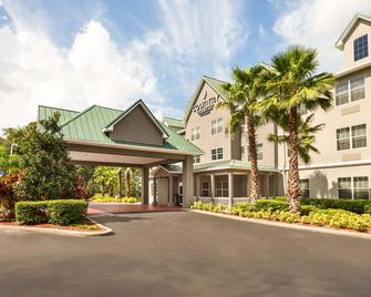 Country Inn & Suites Tampa Casino-Faigrounds - Seffner - Building