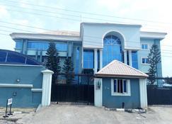 D'Luxx Villa & Suites - Mushin - Edificio