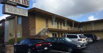 M B Motor Inn - Oakland - Building