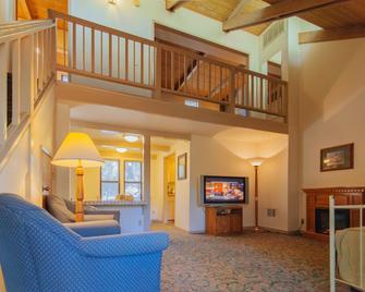 Northern Queen Inn - Nevada City - Вітальня